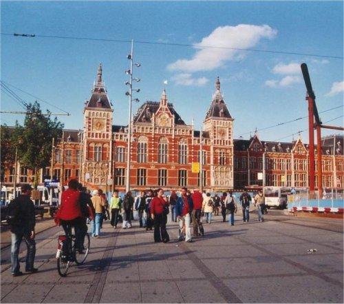 Estación Central de Amsterdam (1889)  Arquitecto: Petrus Cuypers Ciudad: Amsterdam (Holanda Septentrional) País: Holanda, Europa