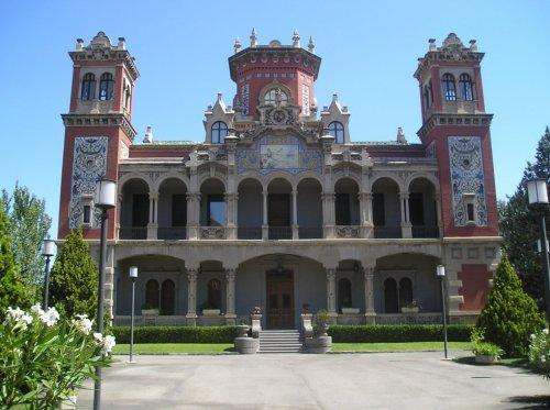 Palacio Larrinaga Arquitecto: Félix Navarro Dirección: Avenida Miguel Servet, 123 Ciudad: Zaragoza (Aragón) País: España, Europa